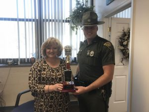 Photo os Kelly and a state trooper with trophy